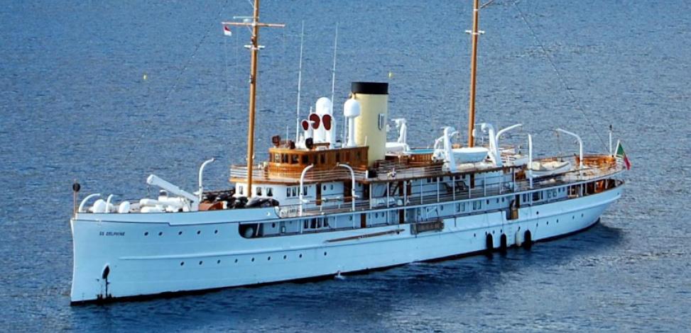 Delphine classic motor boat