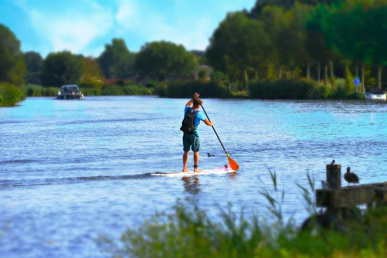 man standing on paddleboard